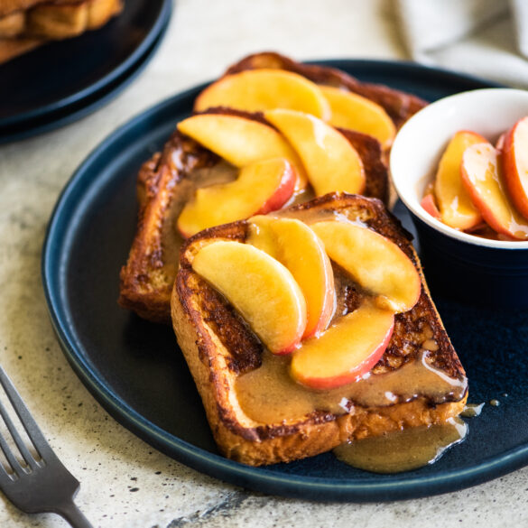 Set of 3 french toasts topped with caramelized apples