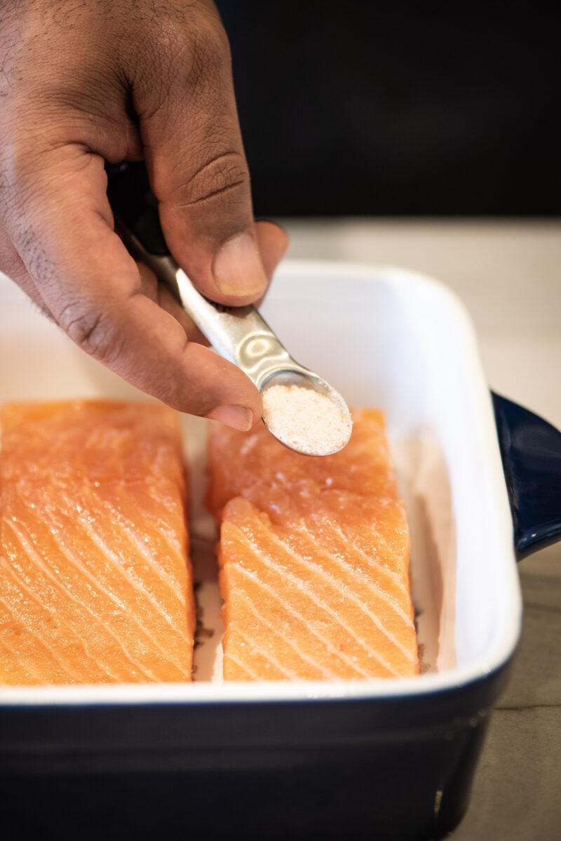 Seasoning salmon with salt