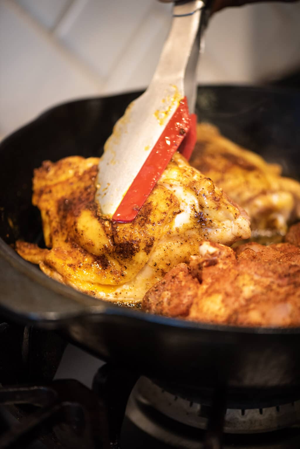 Pan-searing seasoned chicken thighs